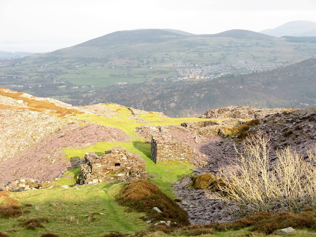 Ruined buildings and waste tip runs at the top level of Cefn Du Quarry