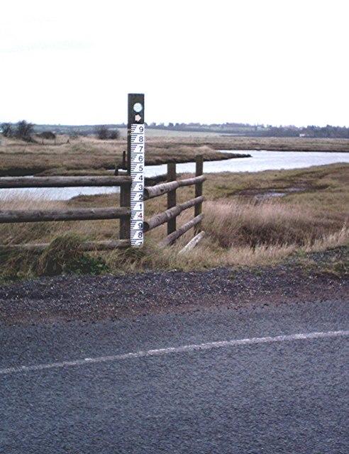 Combined tide gauge and waymark, Lion Creek