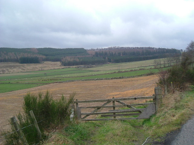 Farmland between Waulkmill and South Footie