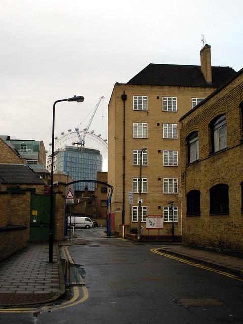 Lambeth contrasts - Murphy Street, SE1