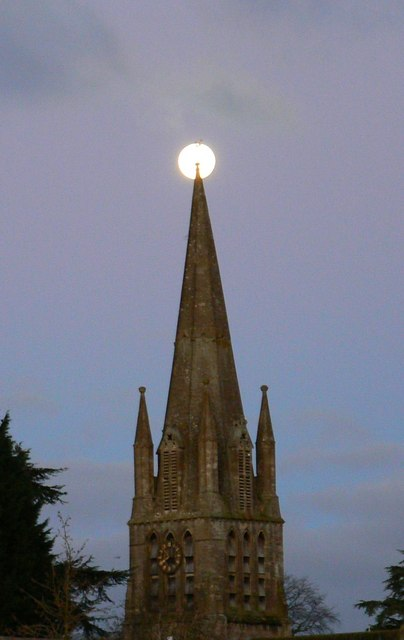 Moon over St Mary the Virgin church, Witney