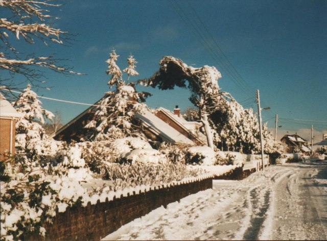 Ffordd Glanmoelyn under snow