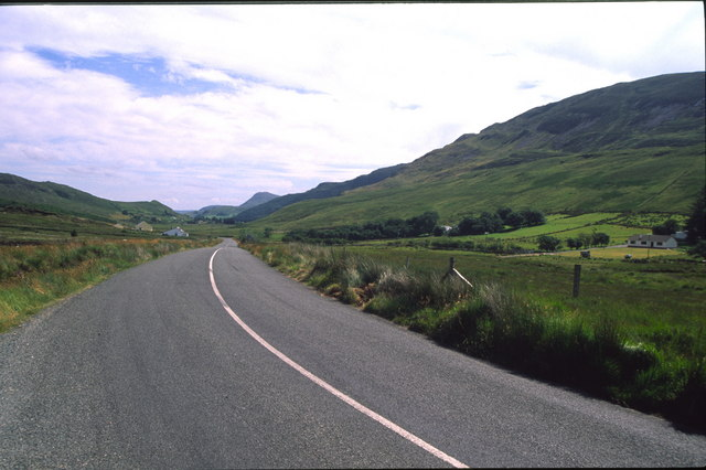 The road down to Loch Finne