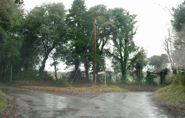 Road junction, Chillenden right, Elvington left.