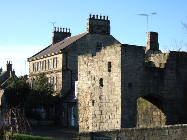 Warkworth: Bridge Tower and Bridge End House
