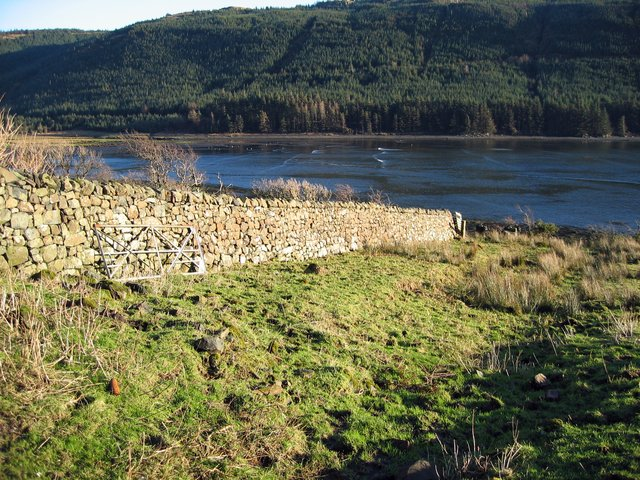 Wall above Loch Eynort