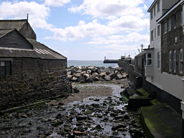 The Newlyn River reaches the Sea