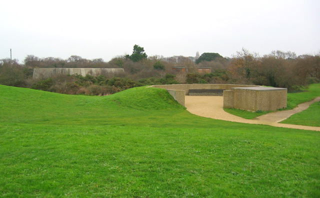 Former gun emplacement and other buildings, Sinah Common Gun Site
