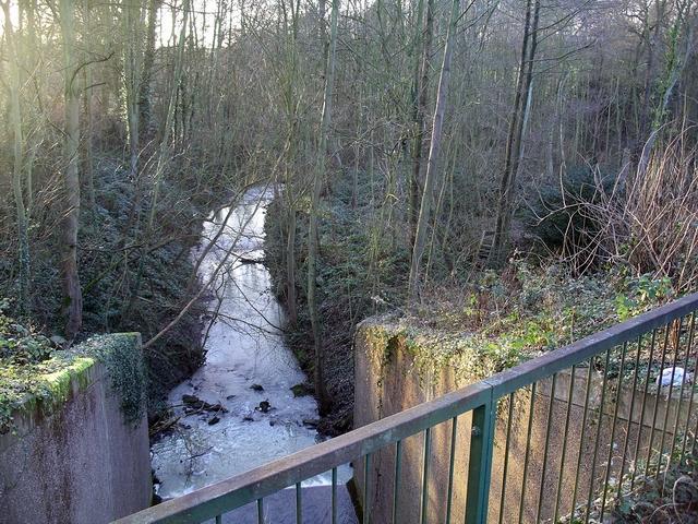 Moorgreen reservoir outflow