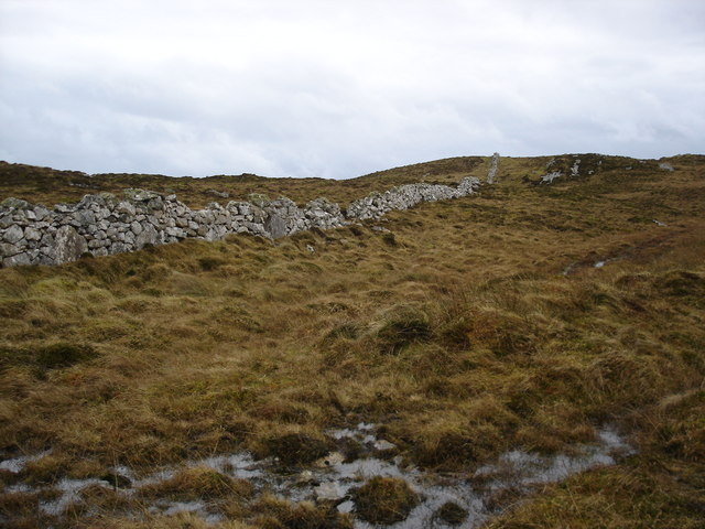 Dry stone dyke on Beinn Hynish