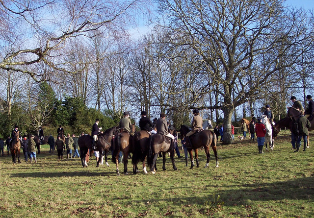 The Field wait to move off at West Woodyates Manor
