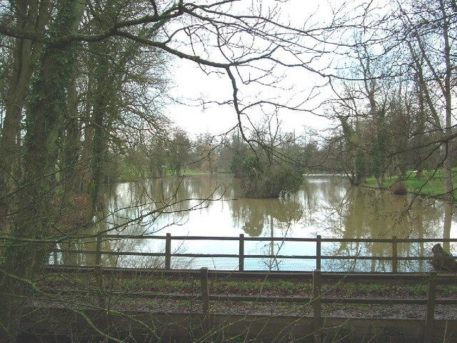 Biddlesden Park Lake