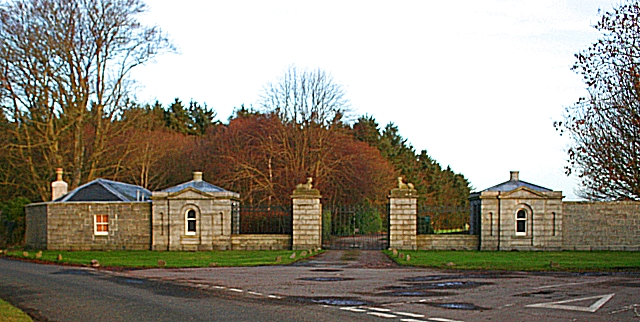 Cairness House Gates
