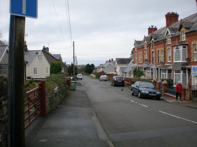 Ffordd Celynin Road.