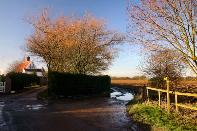Footpath to Ringshall