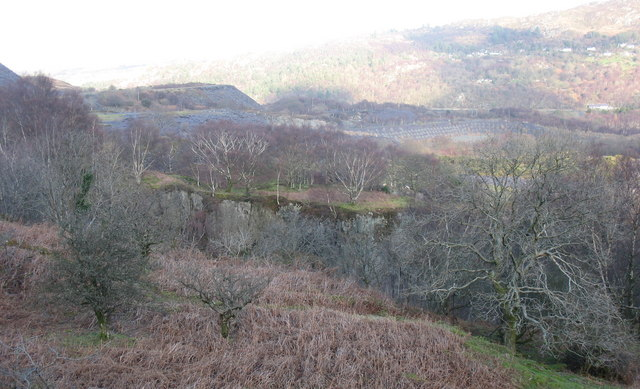 The public footpath above Ffridd Glyn's upper pit