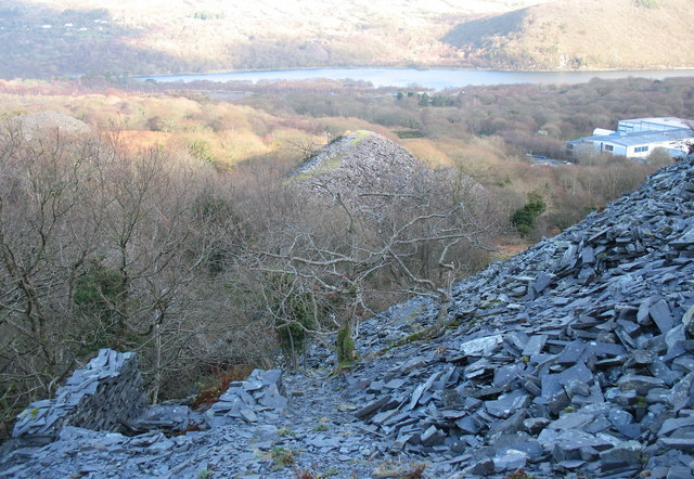 A rubbish run at Ffridd Glyn Quarry from the Caermeinciau quarrymen's path