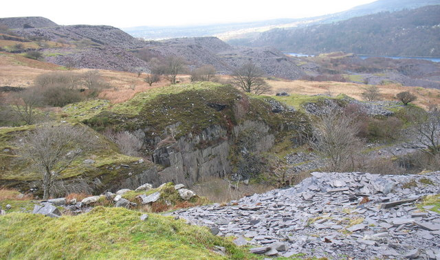 The north wall of the lower pit of Caermeinciau