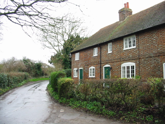 Cottages on Barfrestone Road, looking NE from the Yew Tree pub.