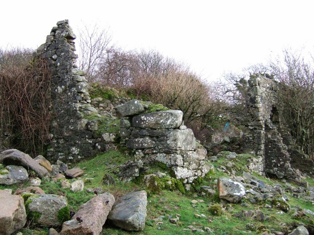 Ruined farm building at Broomage