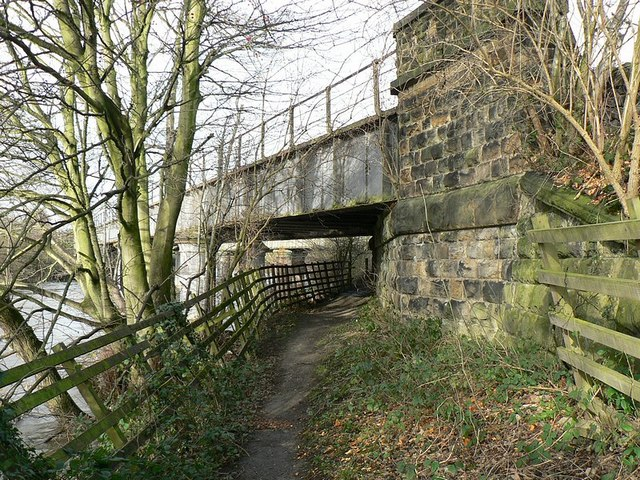 Disused railway bridge over River Aire