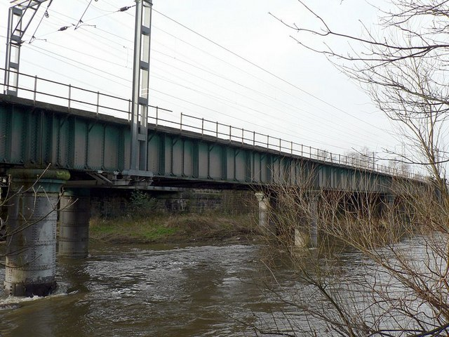 Railway bridge over River Aire