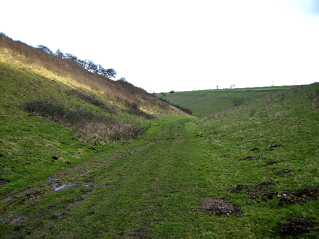 The Chalkland Way east of Thixendale Grange