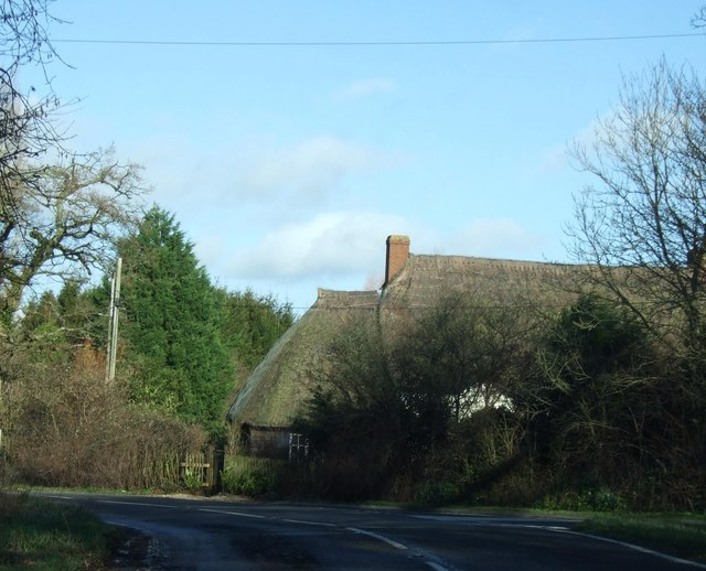 Thatched cottages on the bend at Middlemarsh
