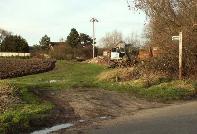 Footpath, looking towards Potash Farm
