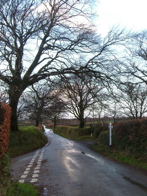 Lane junction near Rowden Farm