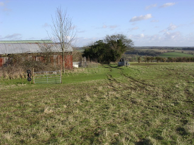 Barn and footpath to Doles Wood