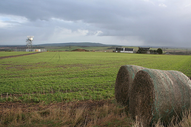Straw bales, a pub, and an aerial on Allans Hill