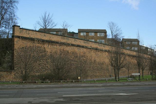 Retaining wall, Sneinton