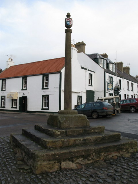 Market Cross and Goblin Ha' Hotel, Gifford