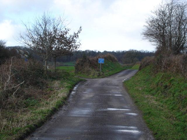 Crossroads below  Barkers Hill