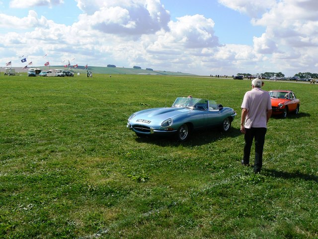 Jaguar 'E' type and MGB GT, Wroughton airfield