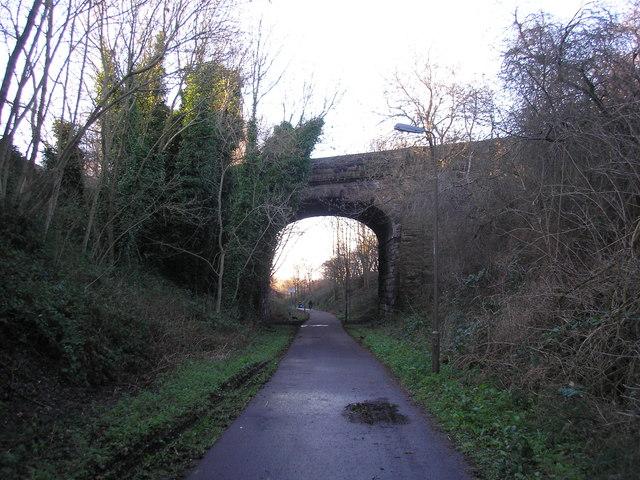 Walkway approaching bridge at Ravelston Dykes