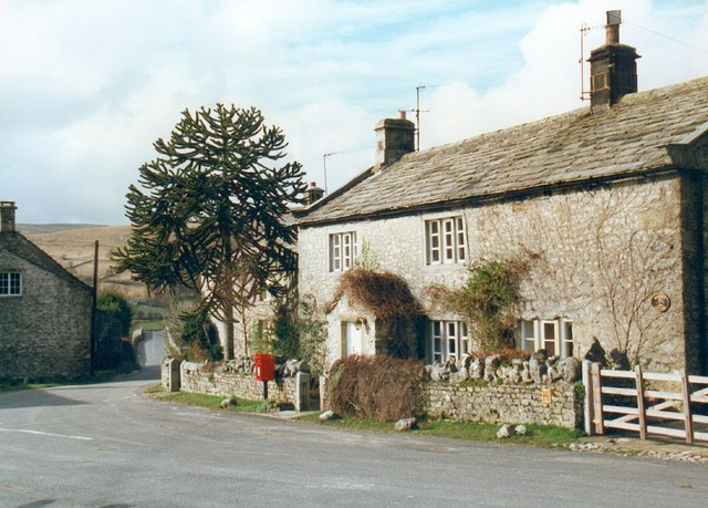 Cottage and postbox at Conistone.