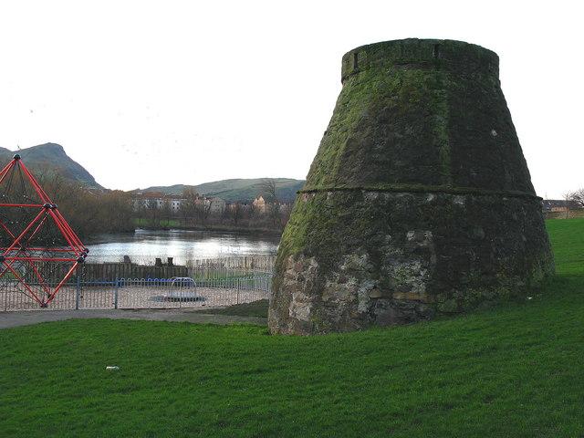 Lochend - Loch, Doocot and Plague Kiln
