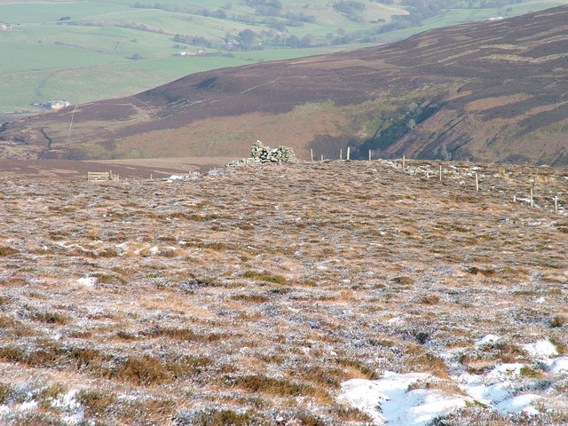 Cairn north-east of Cold Fell