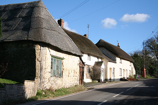 Meshaw: cottages by the A373
