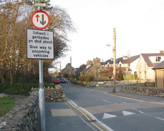 New traffic arrangement in Ffordd yr Ysgol