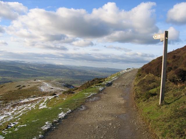 Footpath to Fron-bellaf