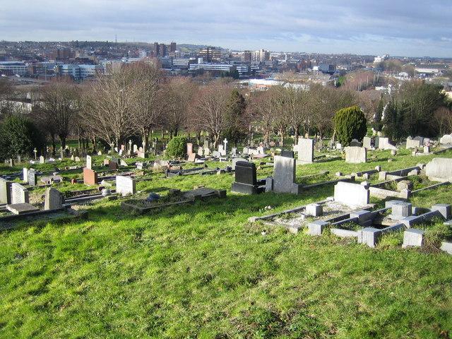 Luton: Crawley Green Road Cemetery