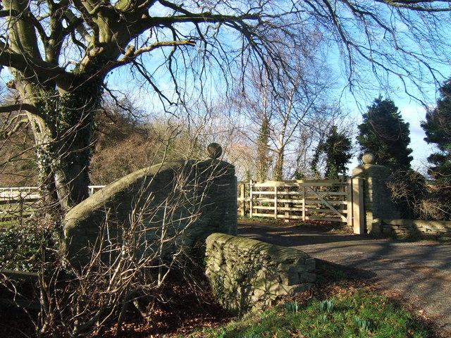 Gateway to Dryleaze Farm