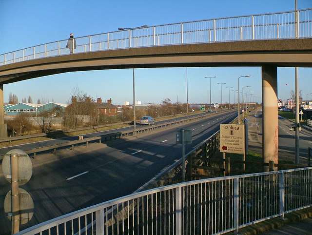 Footbridge over the A63 at Hessle Haven