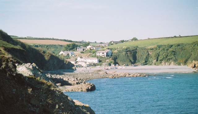 Porthallow cove from Porthkerris Point