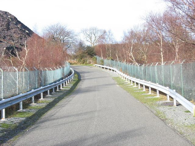 Road causeway between Upper and Lower Glynrhonwy Quarries