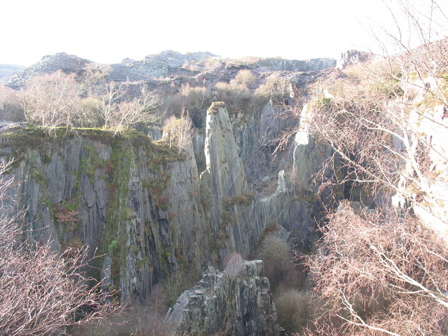 The Lower Pit of Upper Glynrhonwy is divided into two by an igneous intrusion