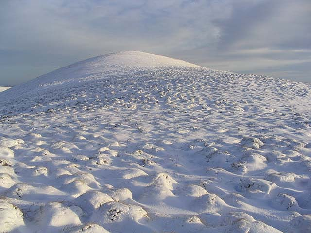 Approaching the summit of Din Fell